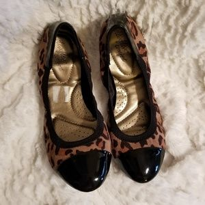 Leopard print ballet flat with patent black toe